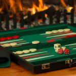 Pokersæt og backgammon spil